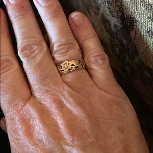 Jewelry - 14K solid gold vintage ring